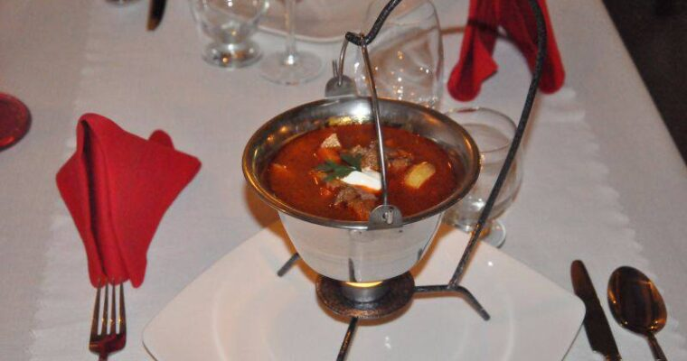 Bogracz (węgierska zupa gulaszowa)